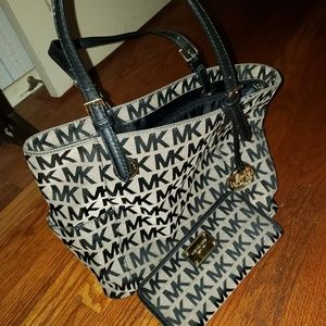Michael Kors Jet Set/ purse & wallet